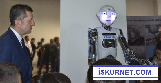 Bakan Selçuk'tan Öğrencilere Robot Müjdesi