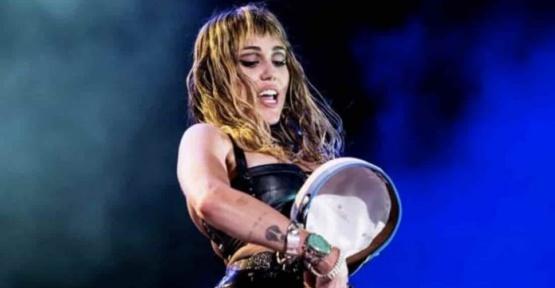 ABD'li Oyuncu Miley Cyrus Dansı İle İzleyenleri Şok Etti