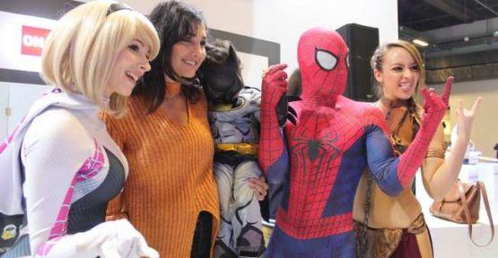 Dünyaca ünlü 3 cosplay sanatçısı Netmarble standında