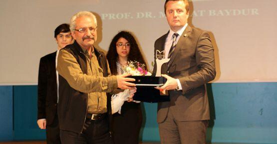 Prof. Dr. Mithat Baydur'a Yılın Siyaset Bilimcisi Ödülü
