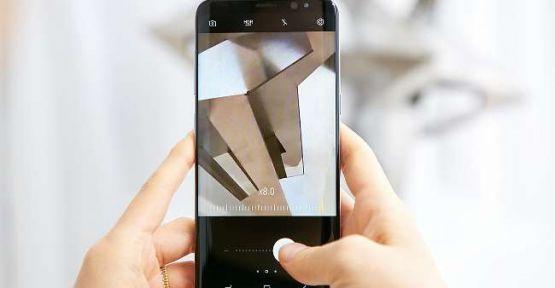 Samsung Galaxy S8 yeni ön kamerasıyla  selfie çekerken de sınırları kaldırıyor