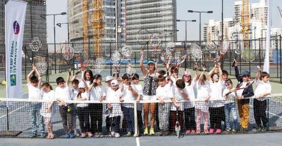 TEB, çocukları tenis heyecanına ortak etti