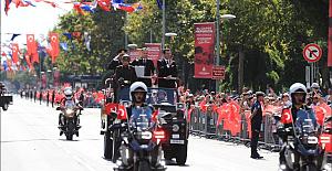 İstanbul'da Zafer Bayramı Kutlamalarında İmamoğlu'na Büyük Çoşku